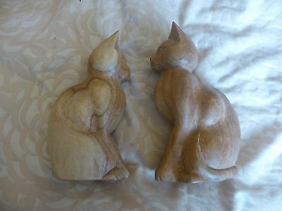 Pair of wooden cat ornaments - bookends?