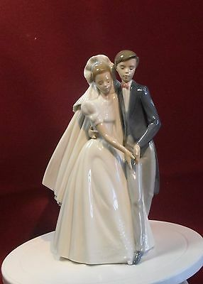A Gorgeous Nao By Lladro Figure Group - Bride And Groom 'unforgettable Dance'
