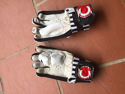 County Cricket Gloves: Boys Size, Right-Handed