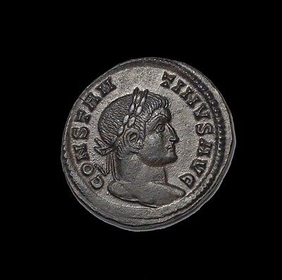Great condition Ae 20 mm of Constantine banner & captives Lyon mint