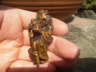 Carved wood netsuke amazed man looks up, vintage / antique style treen figure