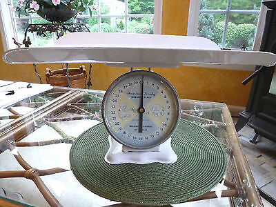AMERICAN FAMILY VINTAGE 30 lb BABY NURSERY WHITE METAL TRAY WEIGHT SCALE - NICE!