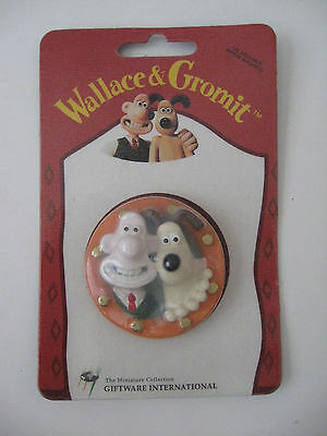 NOS Vintage 1989 Wallace & Gromit (Porthole) 3-D Fridge Magnet  New/Sealed UK