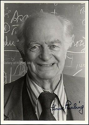 Linus Pauling - Photograph Signed