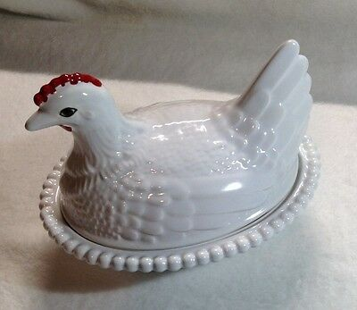 Vintage Hen/ Chicken on Nest / Covered bowl / Candy dish