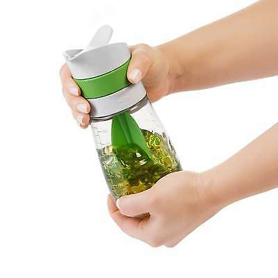 TWIST & POUR SALAD DRESSING MIXER Oxo