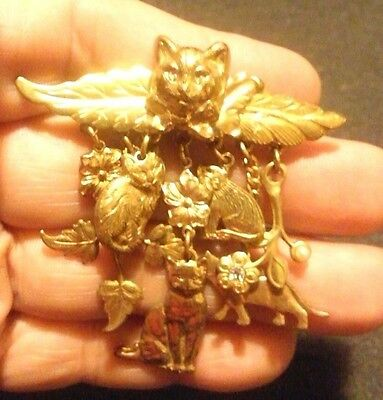 Cat dangling charms brooch/pin goldtone