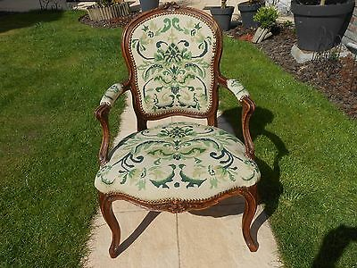 Ancien fauteuil cabriolet Epoque Louis XV.Tapisserie points. Armchair tapestry