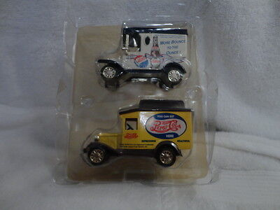 PEPSI COLA  2pc DELIVERY Trucks DIE CAST BY GOLDEN WHEEL  1:64 SCALE