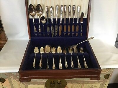 Lot Of 54 Pieces Lady Hamilton Community Silver plate Set With Silver Chest