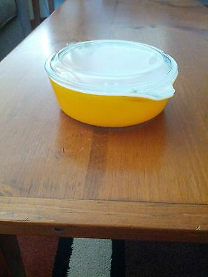 Vintage pyrex 1 pt  casserole dish  w/cover # 471 Old Orchard