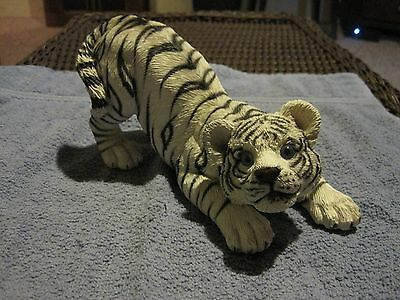 "Living Stone Tiger Wht 8"" Playful"