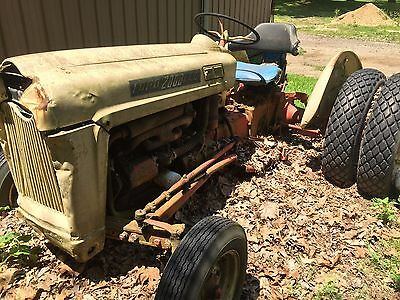 Ford 2000 LCG Tractor