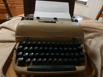 Vintage Remington Quiet-Riter Miracle Tab Portable Typewriter / Original Case