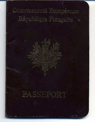 1999 France  Expired Canceled Collectable Passport, Travel Document