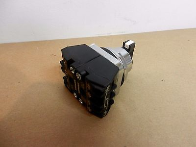 Siemens 52SA2CABA2 30mm 3 Position Maintained 2NO 2NC Lever Selector Switch NIB
