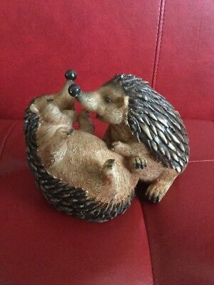 Design Toscano PAIR of HEDGEHOGS CUDDLING Loving Hugging OH SO ADORABLE