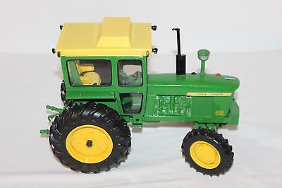 JOHN DEERE 4020 Diesel Toy Tractor with Cab 1:16 Scale