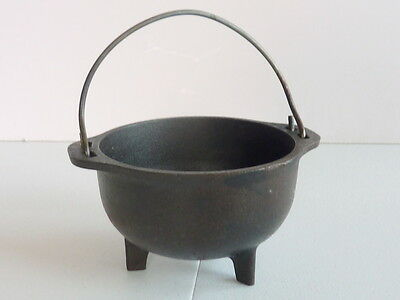 Small Cast Iron Pot - Round with 3 Legs