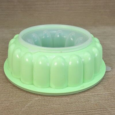 "Tupperware Vintage Jello Mold Bundt Ring 9 x 2.5"" Dessert Ice 3pc Green w/ Lid"