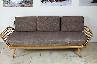 Fabulous Blond Beech And Elm Ercol Day Bed