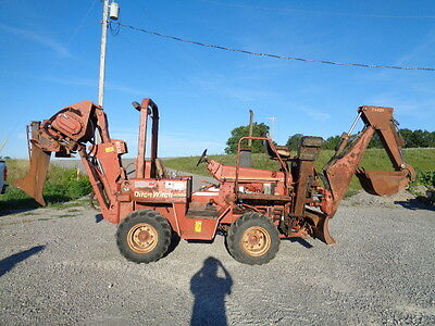 Ditch Witch 5110 trencher backhoe rubber tired backhoe vibratory plow 1925 hrs