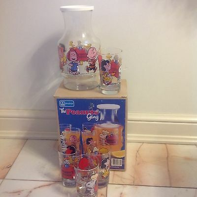 Anchor The Peanuts Gang Snoopy's Kitchen 5 PC Juice Set -Chiller & 4 glasses-EUC
