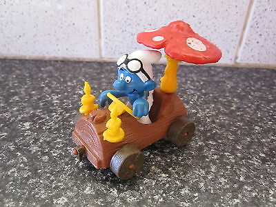 Smurf in Treetrunk Log Car Super Smurf Vintage (e)