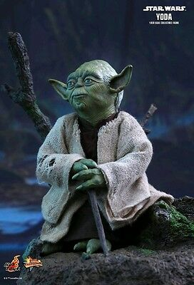 Hot Toys - Star Wars - Yoda 1:6 Scale Action Figure