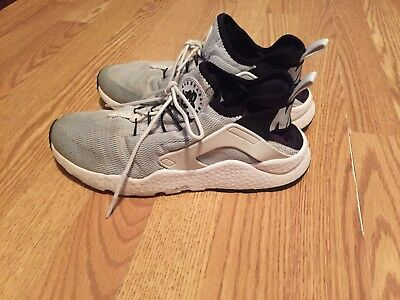 Women's White Black Stretch Mesh NIKE Athletic Running Shoes Huarache Size 9