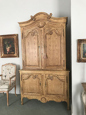 Baker Furniture French Country Louis XV Style Armoire Wardrobe Cabinet. SHIP OK