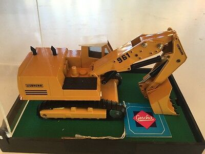 Gescha No 278, Liebherr 961 face shovel, fixed to original stand : display case