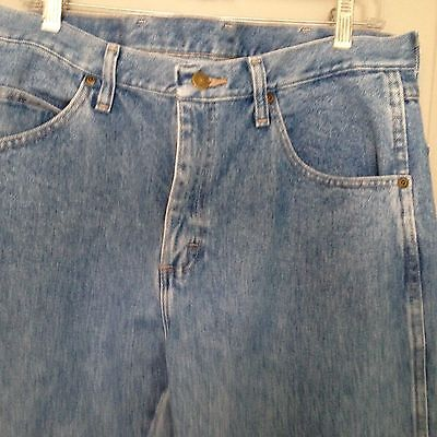 Men's Wrangler Brand Jeans Denim Regular Fit Medium  Blue Wash,  Size 34x29