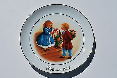 Avon 1984 Fourth Edition Christmas Memories Plate Celebrating the Joy of Giving