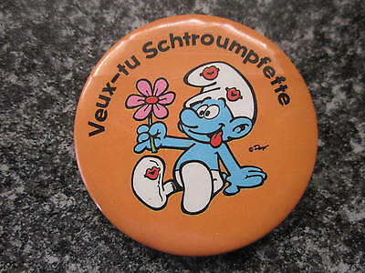 Smurf Badge or Button with clip In Love Smurf vintage rare