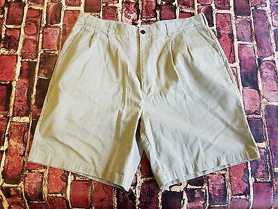 Tommy Hilfiger Golf Casual Pleated Beige Shorts Men's Size 38