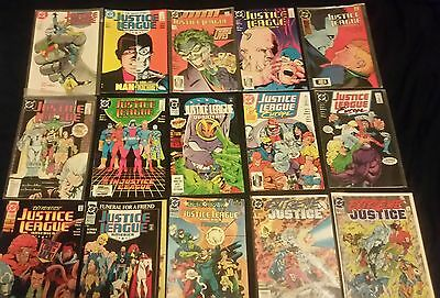 Lot of 60 various Justice League related comic books (DC)
