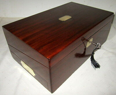 HANDSOME CLASSY VICTORIAN SOLID MAHOGANY & BRASS WRITING SLOPE key.side drawer