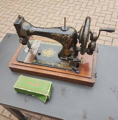 Vintage Singer sewing machine, hand crank, French style