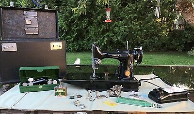 Vintage SINGER Featherweight Sewing Machine w/Case Portable AK4308658