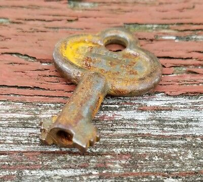 ANTIQUE EAGLE LOCK Co. 6 or 8 Lever OPEN HOLLOW BARREL Padlock KEY no. 86V24
