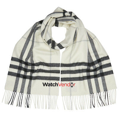 Burberry Classic Cashmere Scarf in Check - Mid Grey