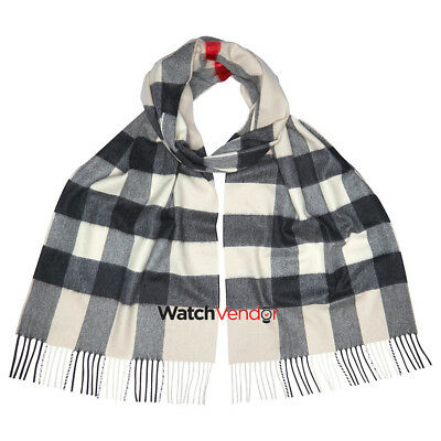 Burberry The Large Classic Cashmere Scarf in Check - Stone Check