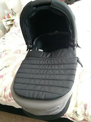 Britax Affinity carrycot FREE POST slightly used see description