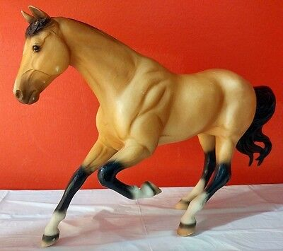 Breyer Traditional #701196 Gem Twist First Competitor Jumper Horse #495 Buckskin