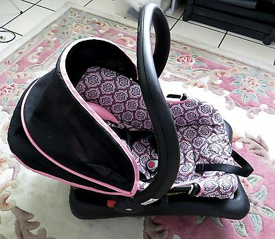 Pre-Owned Infant 4-22lb. girl, Safety 1st car seat in black & pink Rear Facing