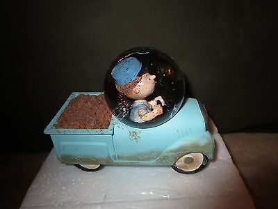 Hallmark Collectible Snow Globe - Peanuts Gang - Pigpen Blue Truck Boxcar NEW