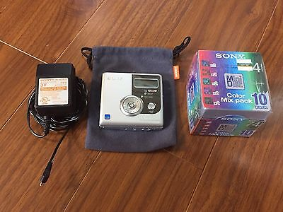 Sony Mini Disc MZ-NH900 with power adapter, case and 10 new 74 color mini discs