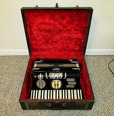 Vintage LIRA Accordion And Case Made In Italy! 120 Bass Model 7 serial 10880