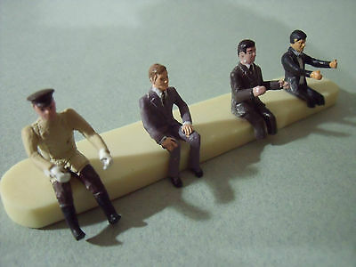 4  Figurines  1/43  Set 18  Car  Drivers  Passengers   Vroom  Unpainted  Figures